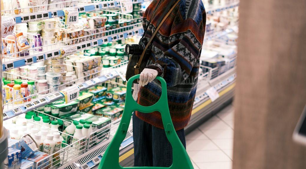 Así se propaga el coronavirus cuando alguien infectado tose en un supermercado